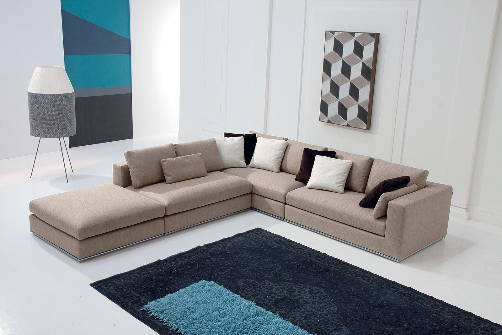 Divani moderni strani salisburgo divani moderni mobili for Arredamenti per salotti moderni
